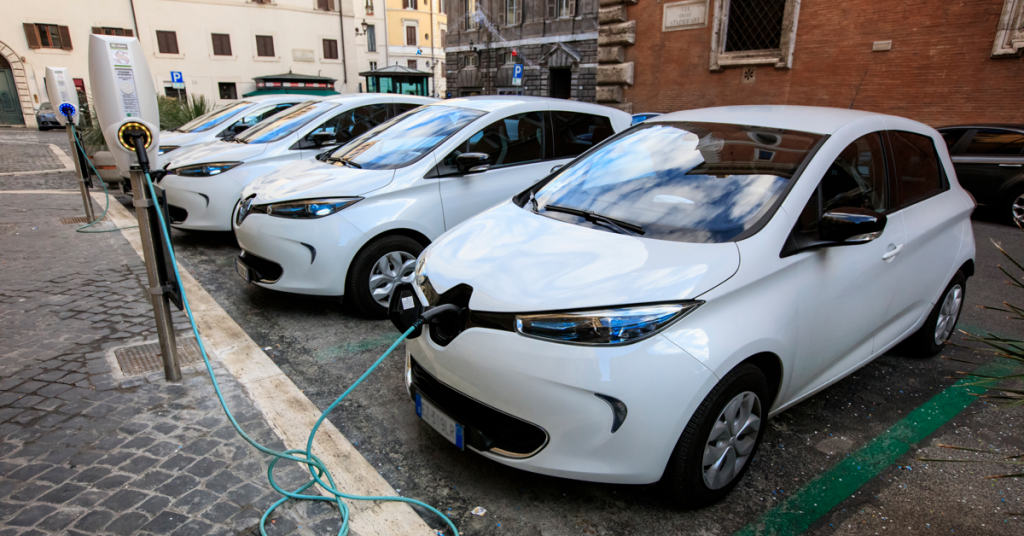 What's the difference between electric and hybrid cars?