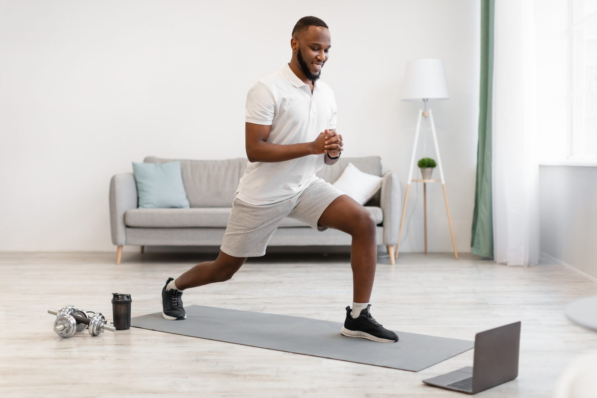 Five simple exercises for people sitting all day_lunges_AF