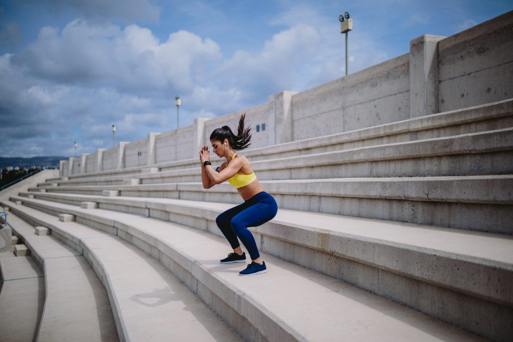 Five simple exercises for people sitting all day_squat_EU